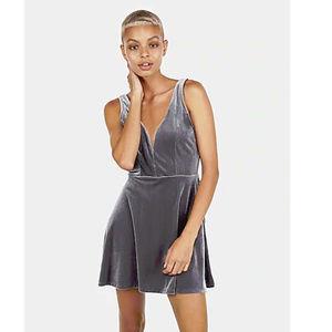 HP⭐️ Express silver plunge velvet skater dress